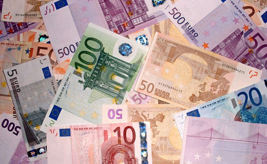 Euro extends gains against dollar after U.S. data