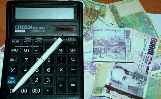 Average monthly salary in Armenia's financial sector slips 1.8% to 366,100 drams in June 2015