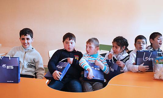Банк ВТБ (Армения) оказал содействие детям с ограниченными возможностями в Чаренцаване