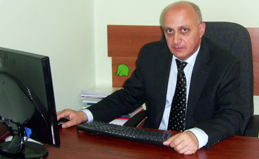 Armenian citizens must feel the benefits of cashless transactions