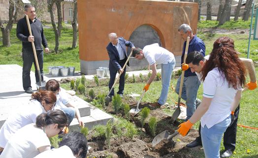 ԱԿԲԱ-ԿՐԵԴԻՏ ԱԳՐԻԿՈԼ ԲԱՆԿԸ ծառատունկ է իրականացրել Ակունք գյուղում