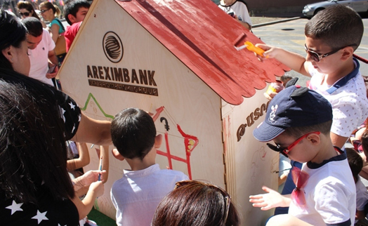 Children of Areximbank – Gazprombank Group staff painting walls on Armenia's independence day