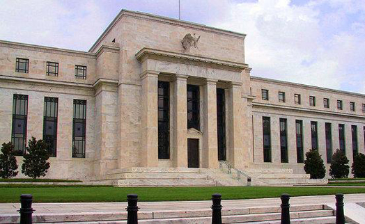 Глава ФРС обещает меры для удержания инфляции в США около целевого уровня в 2%