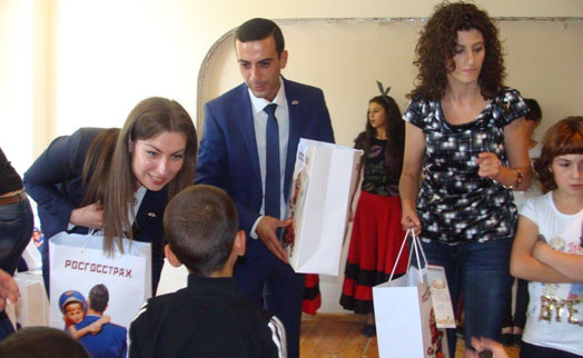 Representatives of Rosgosstrakh Armenia visit Children Care and Protection Center in Gyumri for charity event