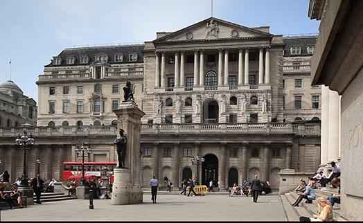 Банк Англии сохранил ставку без изменений, повысил прогноз роста ВВП