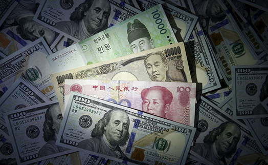 Доллар дешевеет к евро и иене после публикации протокола ФРС