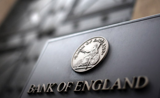 Банк Англии сохранил ставку на прежнем уровне и повысил прогноз роста экономики