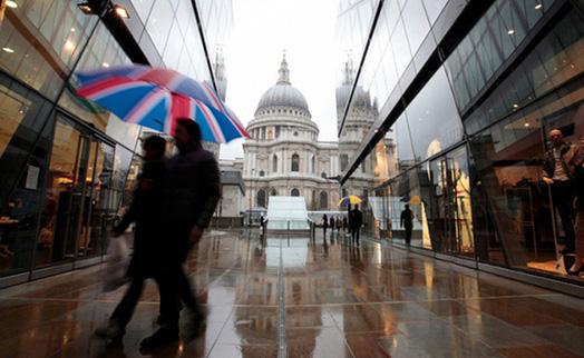 Розничные продажи в Британии снизились в августе