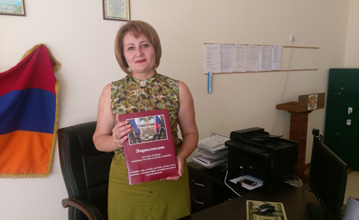 Areximbank-Gazprombank Group presents copies of unique encyclopaedia to rural schools in Armavir marz