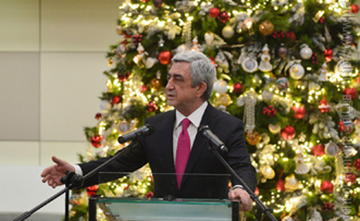 Саргсян поблагодарил Центробанк Армении за обеспечение финансовой стабильности в 2016 году