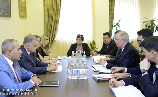 Armenian justice minister and IMF official discuss anti-corruption program