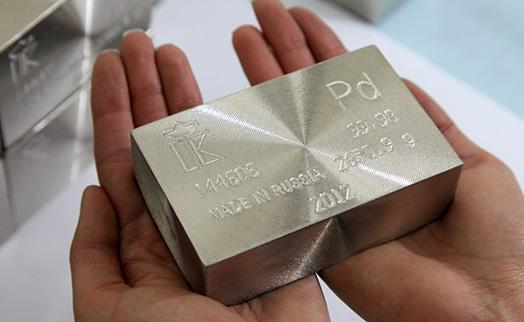 Палладий рекордно подорожал до уровня золота