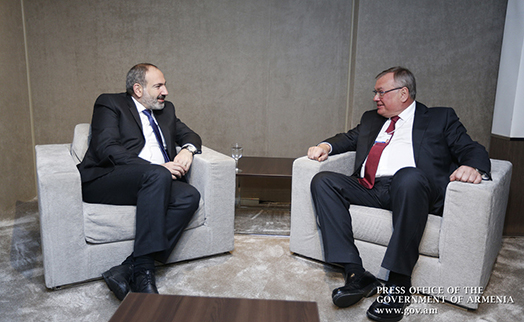 Armenian premier discusses with VTB president prospects for attracting Russian investments