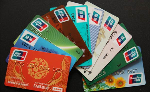 На каждого жителя Китая в среднем приходится более пяти банковских карт