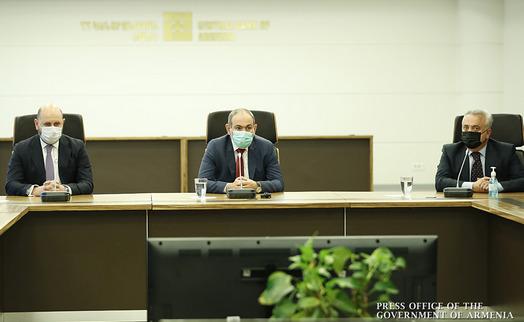 Пашинян представил коллективу ЦБ нового председателя Мартина Галстяна